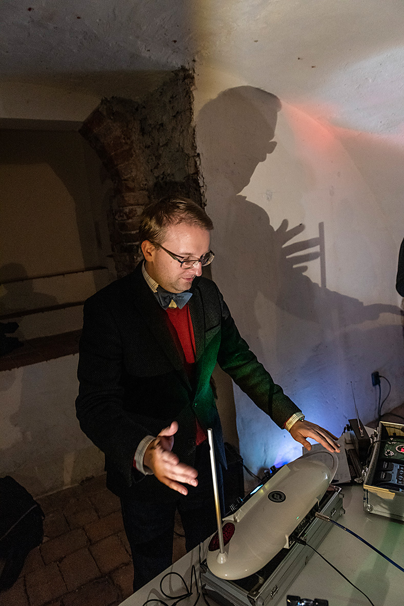 theremin_00645