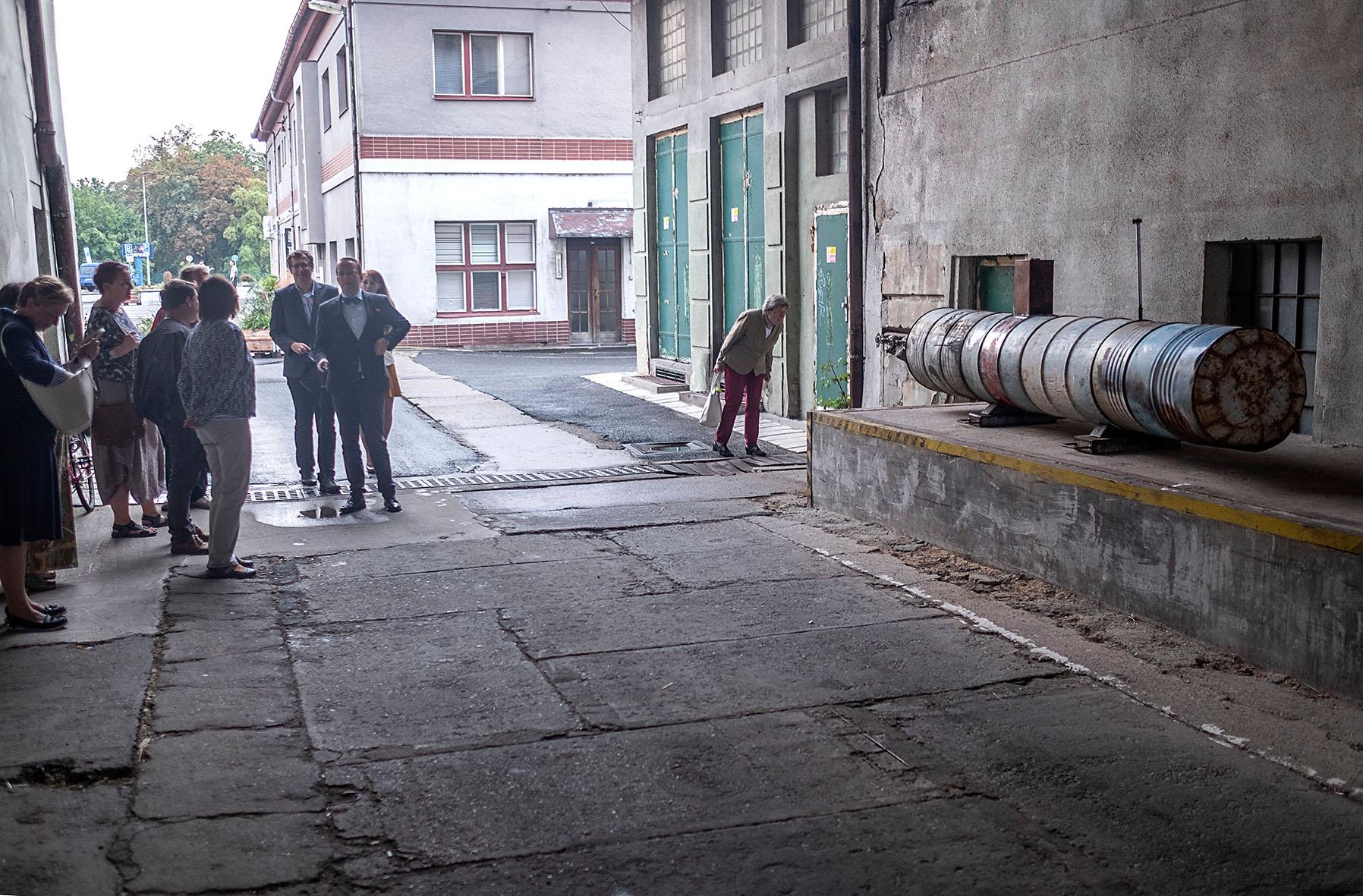 """Objekt """"Ponorka"""" Marka Rejenta v prostorách Automatických Mlýnů V Pardubicích"""