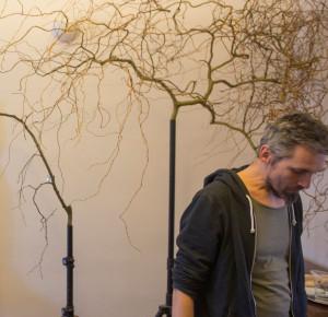 autor při práci na projektu Wooden Web v roce 2016